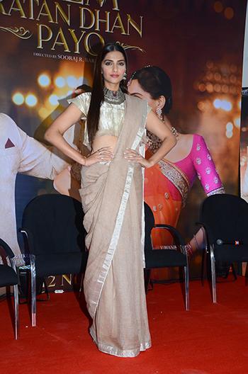 Sonam Kapoor WIS Nov 21_Hauterfly
