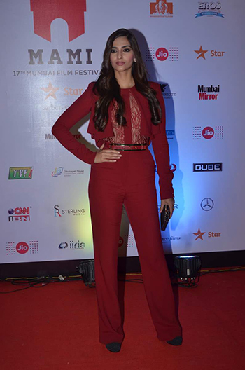 Sonam Kapoor Week In Style Nov 7_Hauterfly