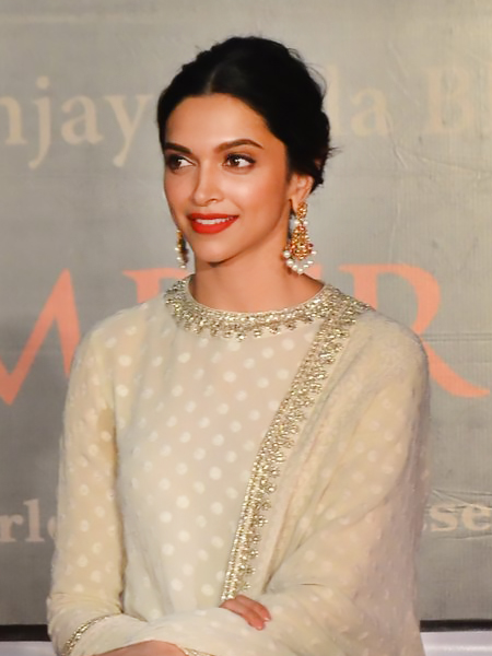 Deepika Padukone Red Lips Smokey Eyes_Hauterfly