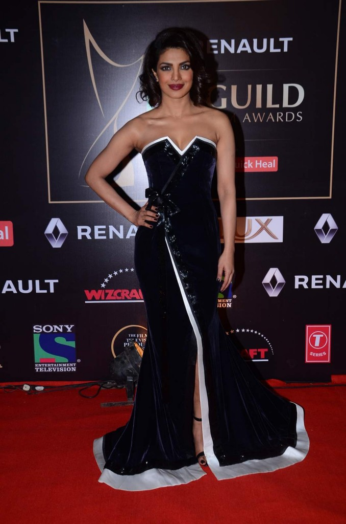 Priyanka_Chopra_Sony_Guild_Awards_2015_Hauterfly