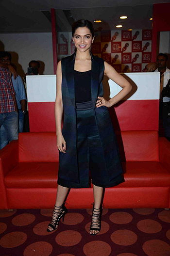 Deepika Padukone 2 Week In STyle Dec 12_Hauterfly