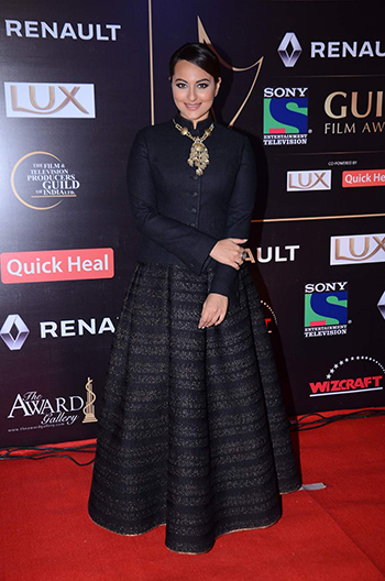 Sonakshi SInha 3_Week In Style Dec 26_Hauterfly