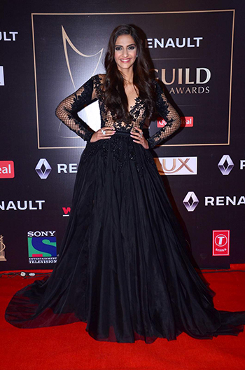 Sonam Kapoor 2_Week In Style Dec 26_Hauterfly