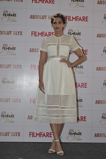 Sonam Kapoor_Week In Style Dec 26_Hauterfly