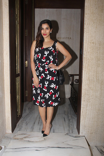 Sophie Choudry Week In STyle Dec 12_Hauterfly