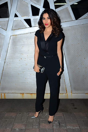 Sophie Choudry_Week In Style Dec 26_Hauterfly