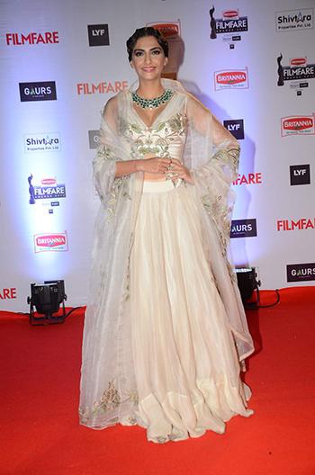 Sonam Kapoor Britannia Filmfare Awards 2016_Hauterfly