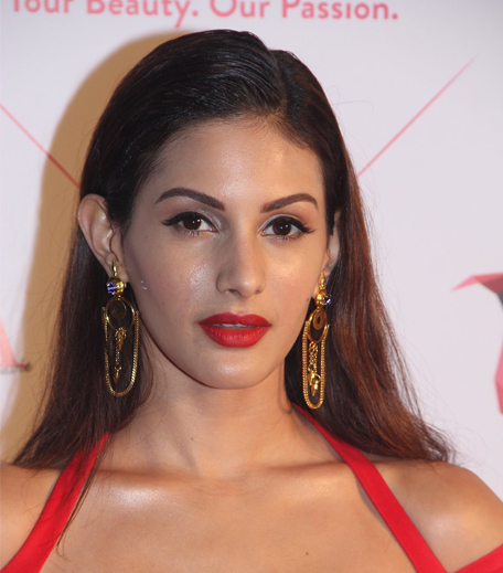 Amyra Dastur Nykaa Femina Beauty Awards 2016_Hauterfly