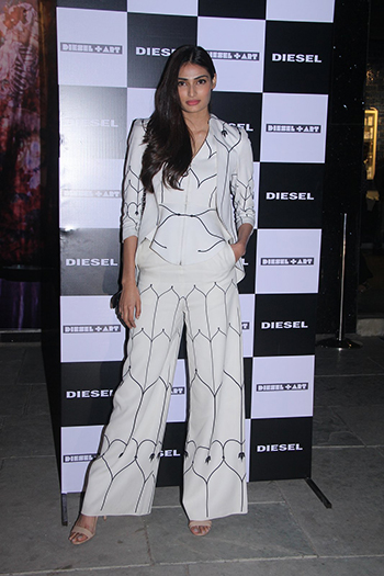 Athiya Shetty in Power Suit_Hauterfly