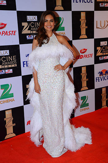 Esha_Gupta_Zee_Cine_Awards_Hauterfly