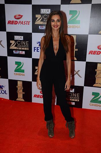 Shibani_Dandekar_Zee_Cine_Awards_Hauterfly