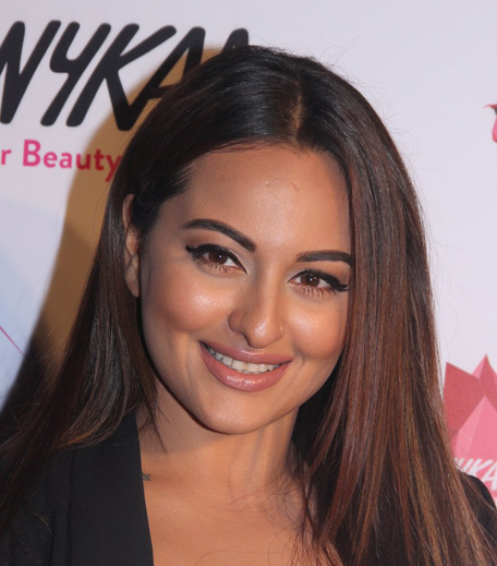 Sonakshi Sinha Nykaa Femina Beauty Awards 2016_Hauterfly