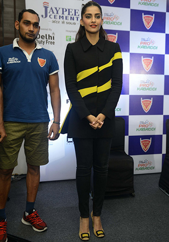 Sonam Kapoor 4_Celebrity Style Feb 27_Hauterfly