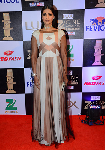 Sonam Kapoor 5_Celebrity Style Feb 27_Hauterfly