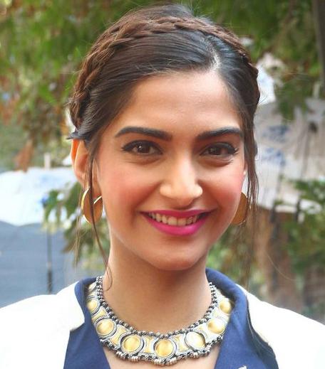 Sonam Kapoor Bobbi Brown Hot Berry_Hauterfly