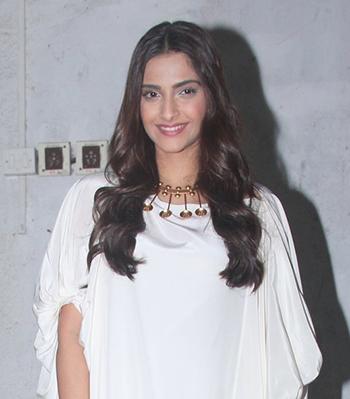 Sonam Kapoor Jewellery New 7_Hauterfly