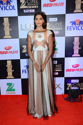 Sonam_Kapoor_Zee_Cine_Awards_Hauterfly