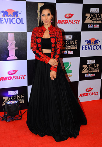Sophie Choudry_Celebrity Style Feb 27_Hauterfly