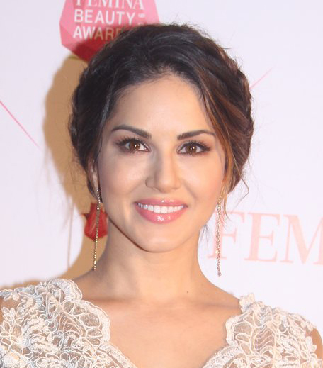 Sunny Leone Nykaa Femina Beauty Awards 2016_Hauterfly