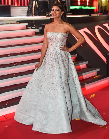 Jacqueline-Fernandes_TOIFA-Red-Carpet-Dubai_Hauterfly