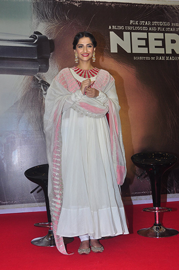 Sonam Kapoor_Week In Style March 5_Hauterfly