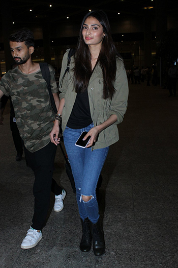 Athiya Shetty at the Airport_Week In Style April 29_Hauterfly