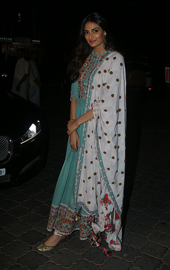 Athiya Shetty_Week In Style April 29_Hauterfly
