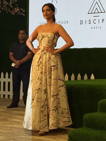 Sonam Kapoor 1_Week In Style April 29_Hauterfly