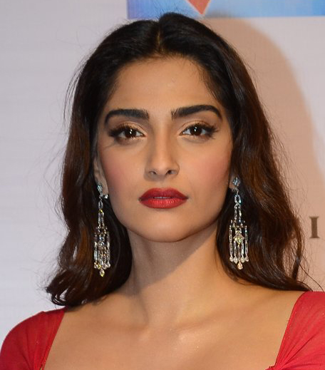 Sonam Kapoor Get The Look Hello Hall of Fame Awards in post_Hauterfly