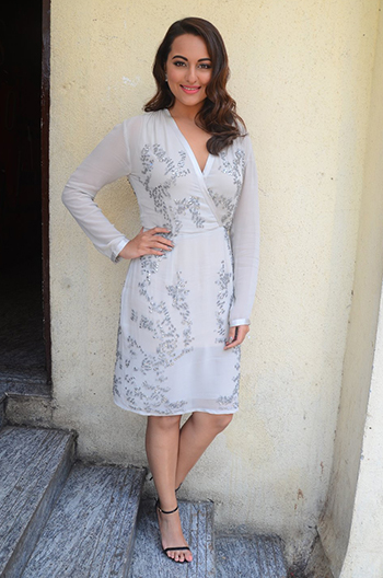 Week In Style Sonakshi Sinha_Hauterfly