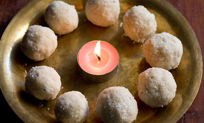 Indian Desserts_Coconut ladoo_Hauterfly