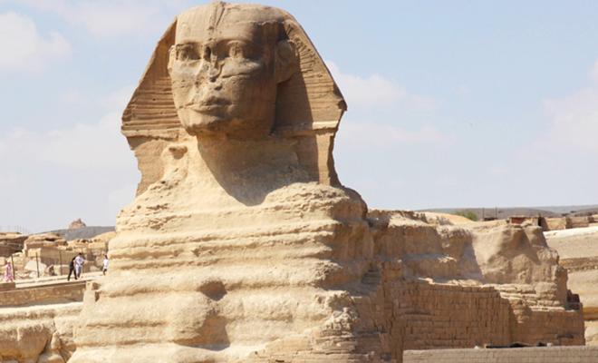 Pyramid of Giza_hauterfly