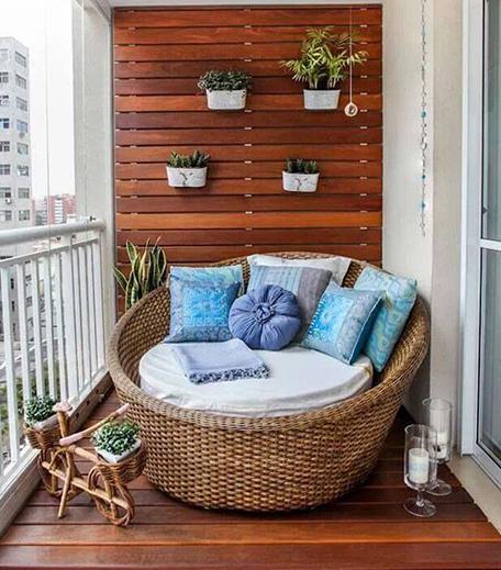 Tiny Balcony Decor_Hauterfly