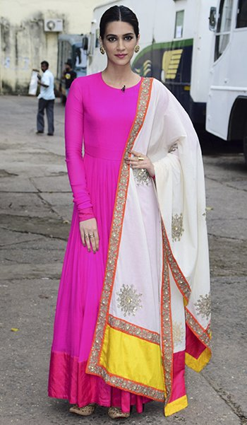 Kriti Sanon in Vasavi_Kriti Sanon Desi style_Hauterfly