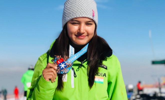 aanchal_thakur_skiing_medal