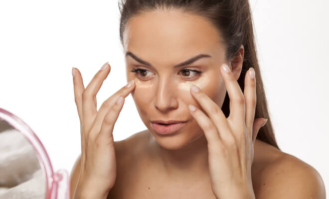 inpost-beauty hacks-applying makeup (1)