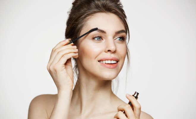 inpost-beauty hacks-filling eyebrow (1)