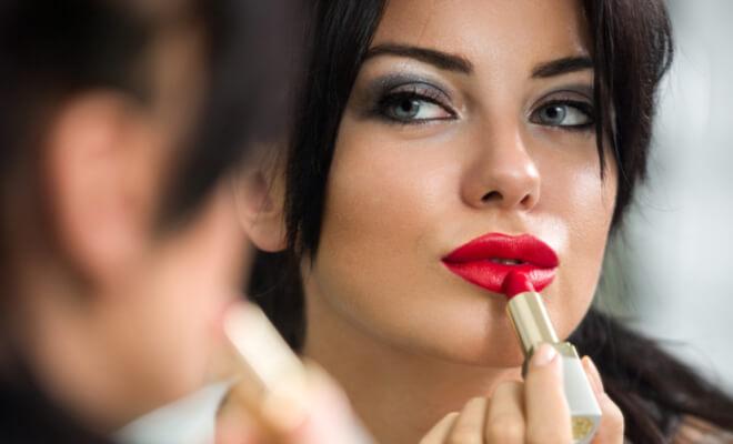 inpost-beauty hacks-red lipstick (1)