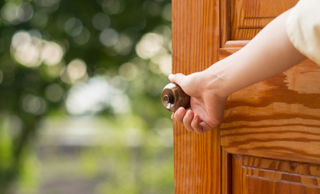 inpost - 10 ways to help someone-holding the door
