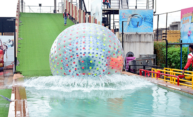 inpost-outdoor date ideas-aqua zorb