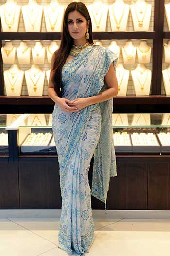 84f6b781b200 The cool undertone of the saree clashed with the gold jewellery