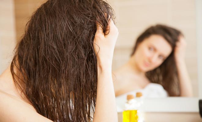 shraddha_kapoor_hair_beauty_inpost_applying_serum