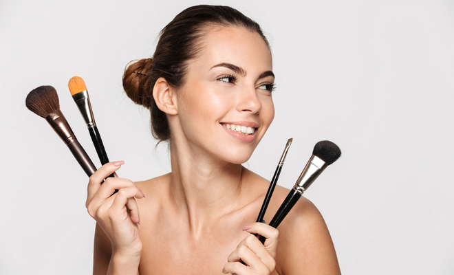 applying_makeup_beauty_brushes_hauterfly