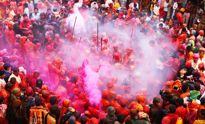 banaras-holi-websitesize-featureimage-hauterfly