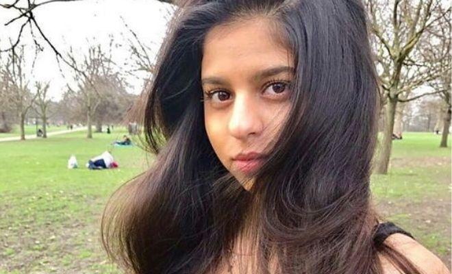 suhana khan mirror selfie