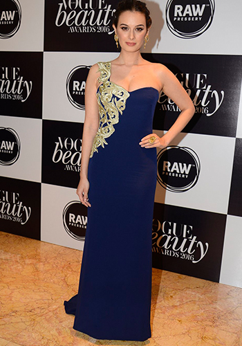 Evelyn Sharma_Hauterfly
