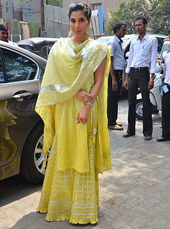 Sophie Choudry 1_Week In Style_May 5_Hauterfly