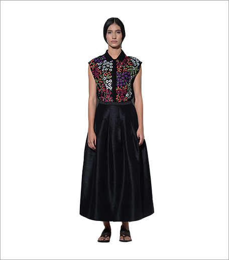 Umbar Dia Floral Burst Embroidered Top In Black_Hauterfly